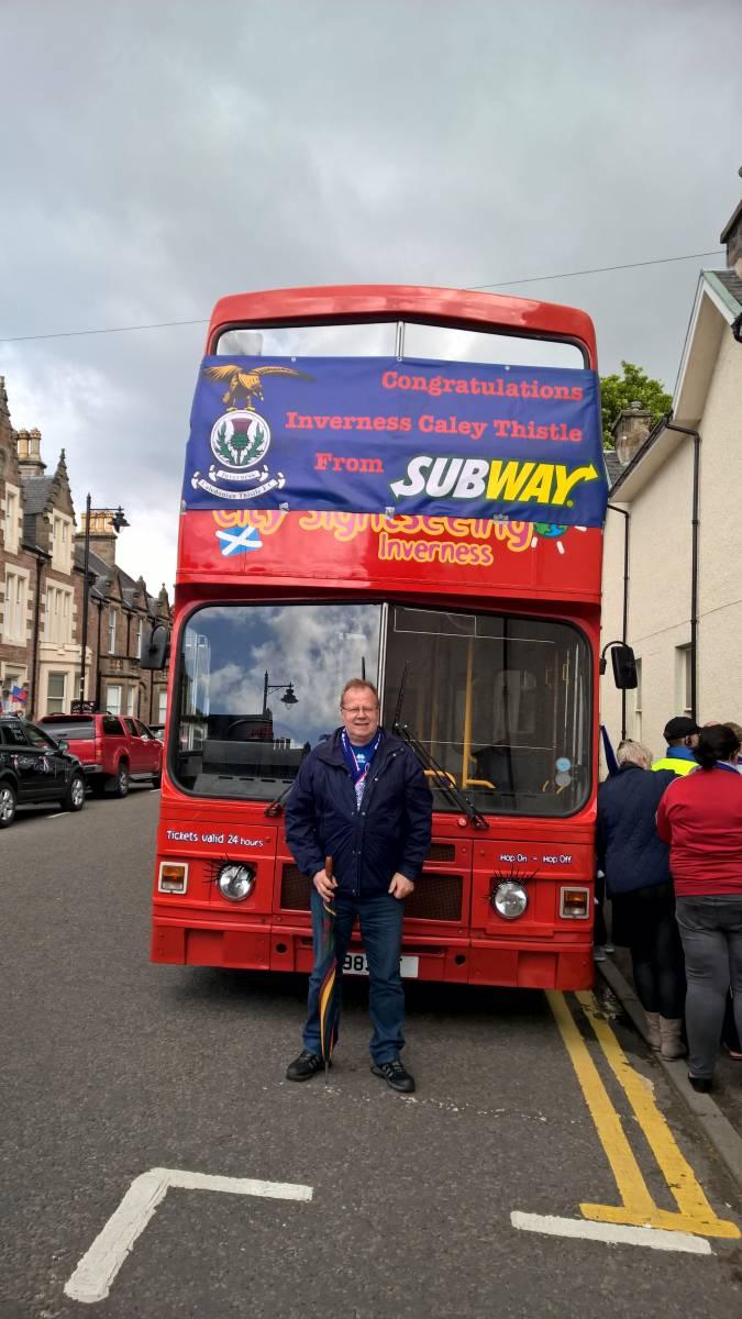 Bus in Ardross Street