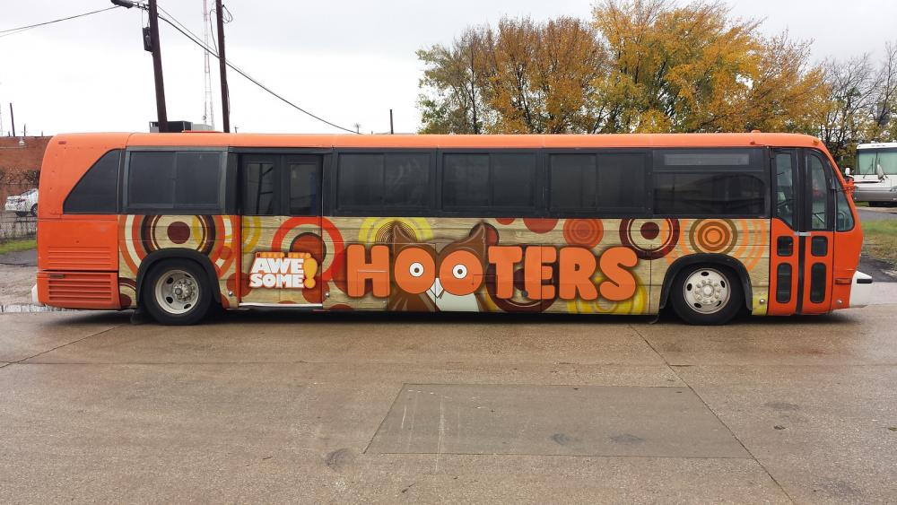 Hooters-Bus-Wrap-Dallas-TX.jpg