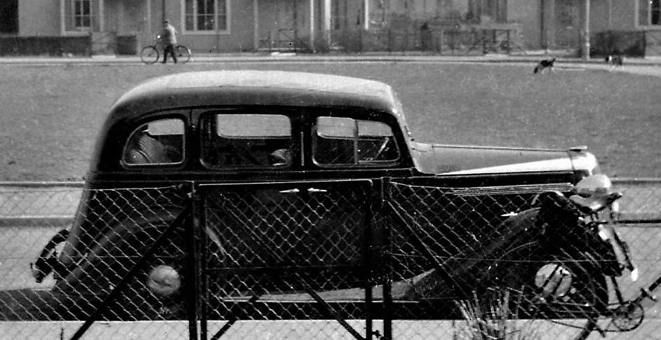 MACKENZIE - Vauxnall car outside 94 Hawthorn Drive  (5).jpg